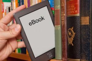 E-Book im Bücherregal